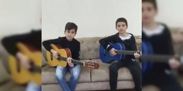 Sağlık çalışanı annelerine şarkı besteleyerek, 'evde kal mesajı verdiler