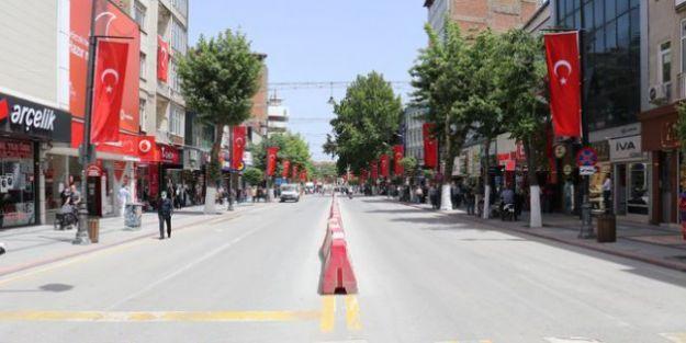 Cadde ve sokaklar araç trafiğine açıldı