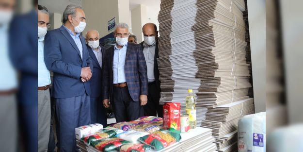 Hayır Çarşısı'na 350 koli gıda malzemesi yardımı yapıldı