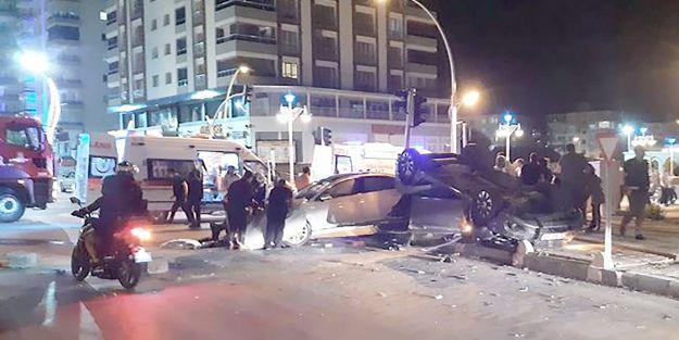Kavşakta kaza.. 6 yaralı