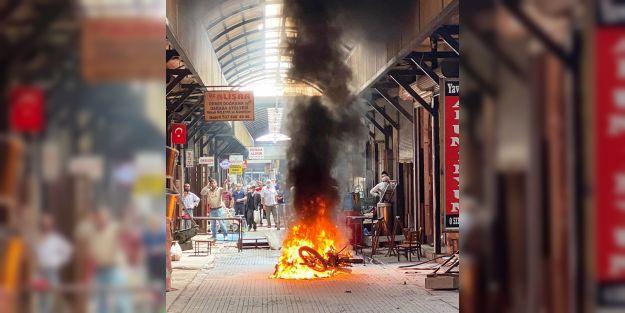 Bakırcılar Çarşısı'nda Motosiklet Yangını