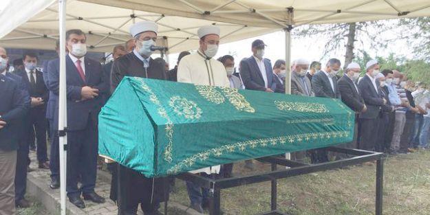 Küçük'ün Cenazesi İstanbul'da Toprağa Verildi