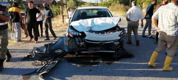 İki Otomobil Çarpıştı, 5 Kişi Yaralandı