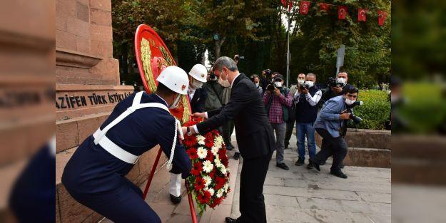 """Emsalsiz Zafer Cumhuriyetle Taçlandı"""""""