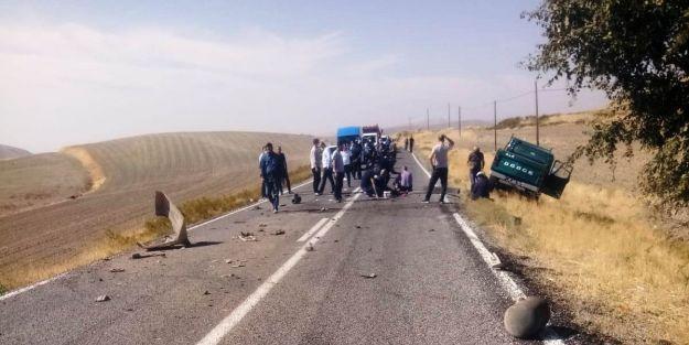 Trafik Kazasında DSİ'nin 2 Personeli Yaralandı