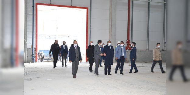 Gürkan, Malatya'da Afet Barınma Sistemleri Fabrikası ile Çadır ve Tekstil Fabrikası inşasının devam ettiği alanı ziyaret etti
