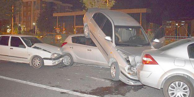 Zincirleme Kaza.. 6 Araç Birbirine Girdi