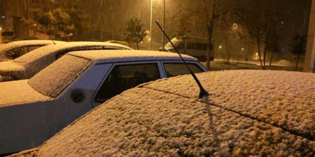 Malatya İl Merkezinde İlk Kar Yağışı