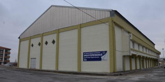 Yeşiltepe Spor Salonu'nun bakım çalışmaları tamamlandı