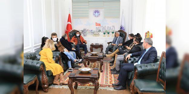 'Gırift' dizisinin oyuncuları Başkan Güder'i ziyaret etti