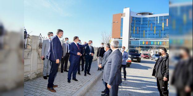 """Gürkan, 'Hastane çevresinde önemli yol çalışmaları gerçekleştirdik"""""""