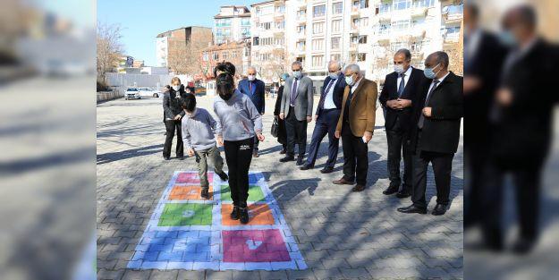 Öğrenciler için özel oyun alanları oluşturuldu