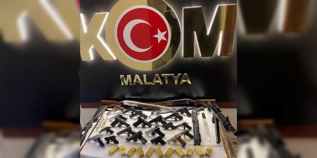Polisten organize suç çetesine 16 gözaltı.. 35 silah ele geçti