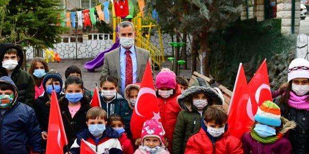 """Başkan Çınar '23 Nisan, Şanlı Tarihimizin Gurur Günüdür"""""""
