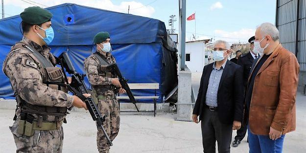 Başkan Güder'den Görev Başındaki Polislere Sürpriz Ziyaret