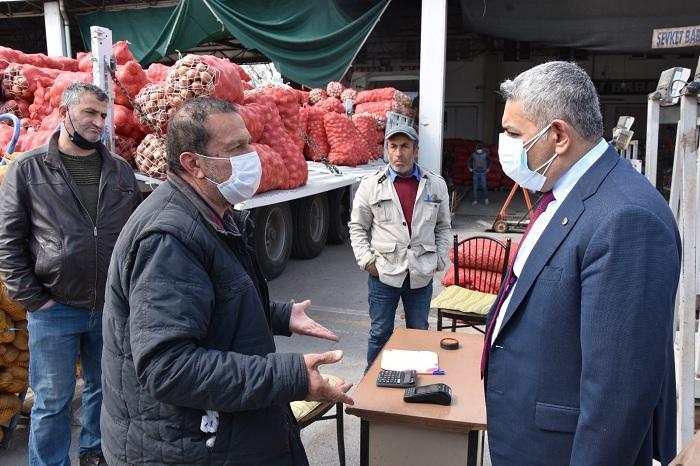 Başkan Sadıkoğlu, sebze meyve komisyoncularını dinledi
