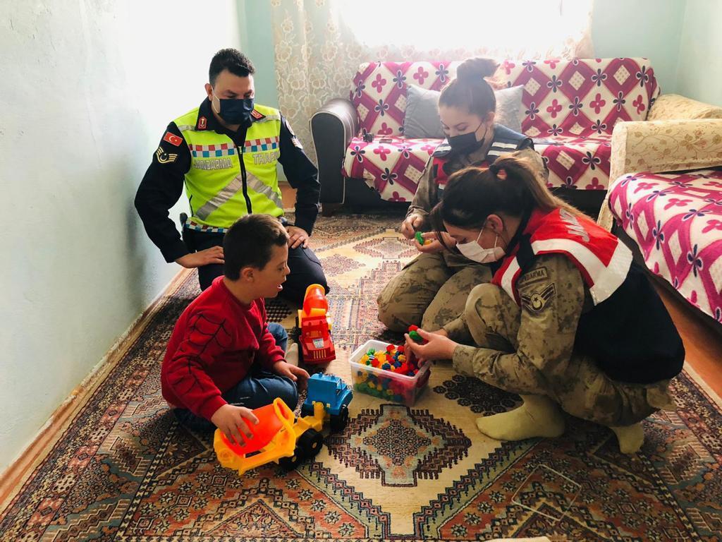 Jandarma'dan Otizmli Çocuklara Ziyaret