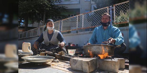 Ekmek parası için ateş başında ter döküyorlar