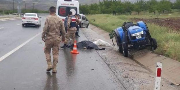 Kale de, Kamyon ile çarpışan traktör sürücüsü öldü