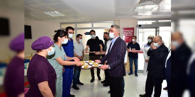 Vali Aydın Baruş, Sağlık Çalışanlarının Bayramını Kutladı