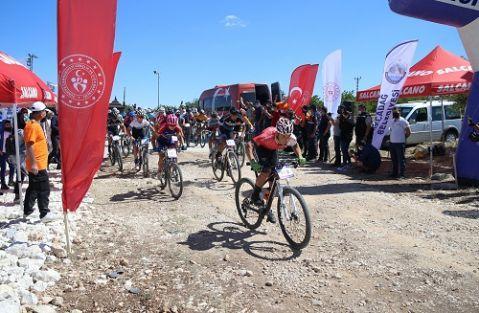 Levent Vadisi Dağ Bisikleti Kupası yarışları başladı