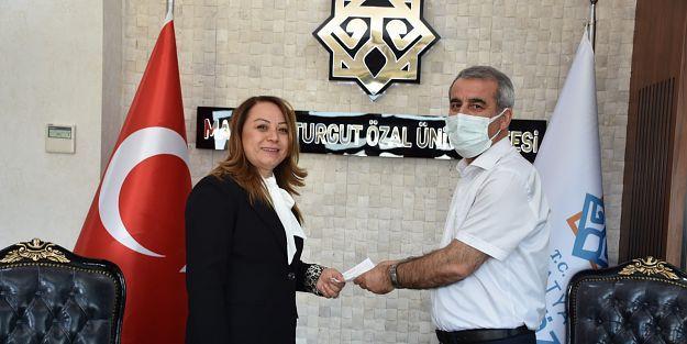 Rektör Karabulut Kurbanı Kızılay'a bağışladı