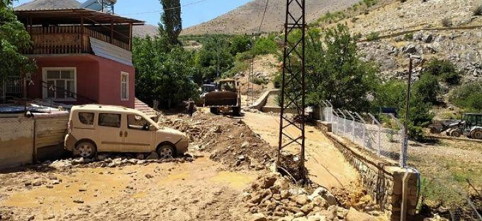 DSİ Porga Kanalı Patladı, Kaptajı Sel Bastı
