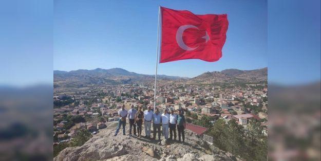 Hekimhan'da Mesire Alanına Türk Bayrağı Çekildi