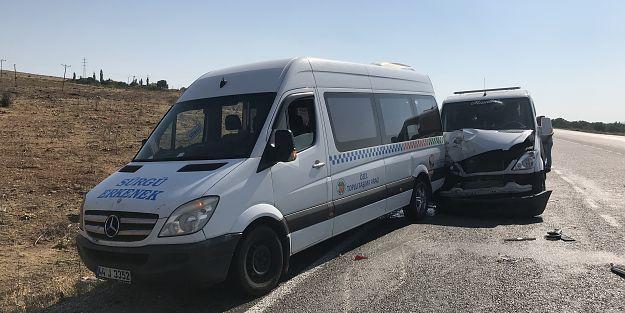 Malatya'da yolcu minibüsü ile çekici çarpıştı: 3 yaralı