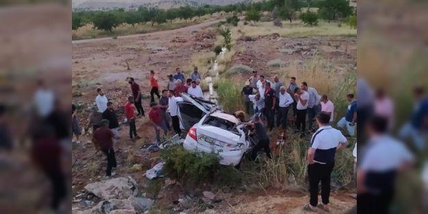 Malatya'da iki araç kafa kafaya çarpıştı: 1 ölü, 2 yaralı