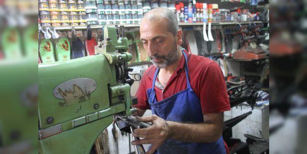 Vatandaşlar eskiyi atınca ayakkabı tamirciliği de unutuldu
