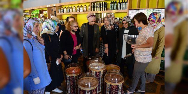 AK Partililer, Yeşilyurt Belediyesi'nin yatırımlarını gezdi