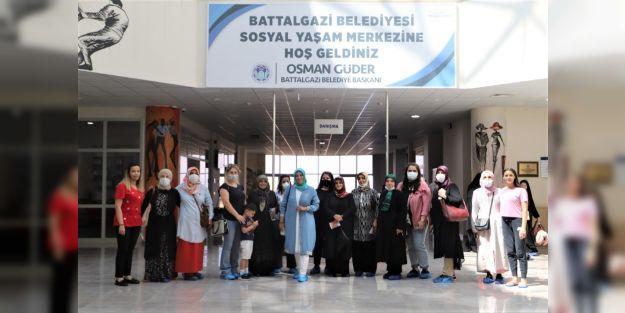Kadın kursiyerlerin Battalgazi'de gezi mutluluğu