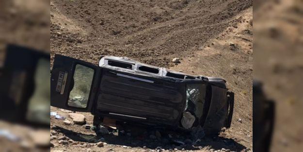 Malatya#039;da hafif ticari araç şarampole yuvarlandı : 5 yaralı