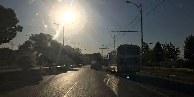 Şasesi kırık kamyonet trafikte tehlike saçtı