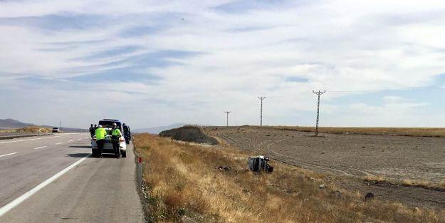 Hafif ticari araç takla attı: 1 ölü