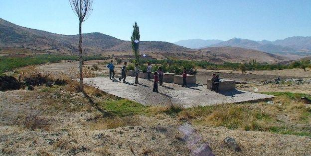 Açıkta Akan Kanalizasyon Suyuna Köylülerden Tepki