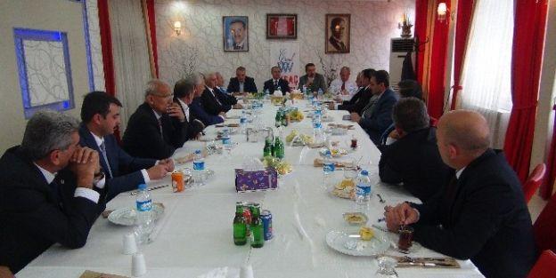 Ak Parti İl Yönetimi Hekimhan Aday Adayları İle Toplantı Yaptı