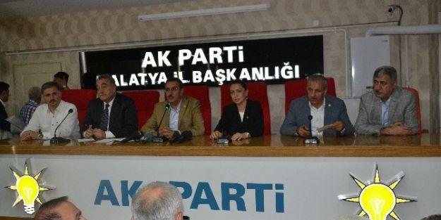 Ak Parti Malatya İl Teşkilatı'nda Kutlama