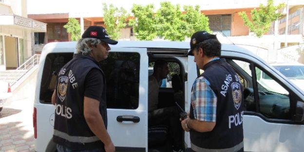 Akrabaların Silahlı Kavgasında 2 Gözaltı