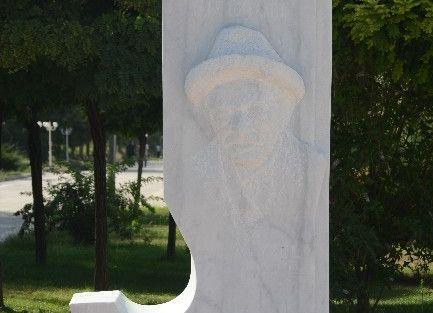 Aşık Veysel Ve Battal Gazi'nin Heykelini Yaptı