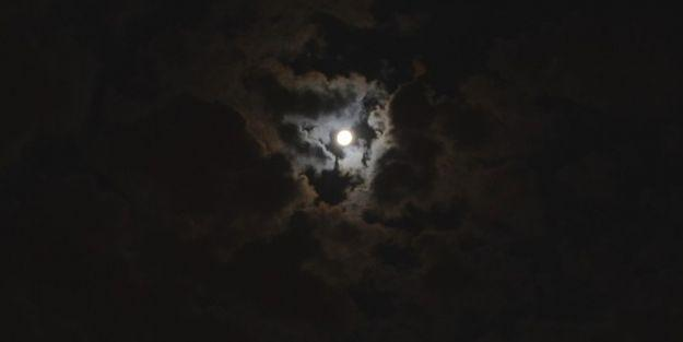 Ay'ın Gökyüzündeki Görüntüsü Vatandaşları Büyüledi