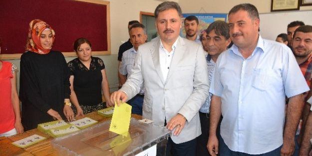 Başkan Çakır, Büyük İlgi Altında Oy'unu Kullandı