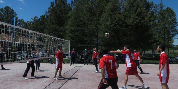 Battalgazi Kampüsü'nde Düzenlenen Voleybol ve Masa Tenisi Turnuvası Sona Erdi
