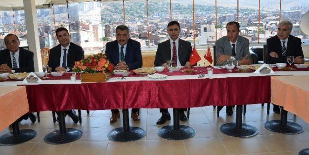 Battalgazi'de Protokol Üyeleri Yemekte Bir Araya Geldi