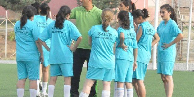 Bayan Futbolcular, Yeni Sezona Hazırlanıyor