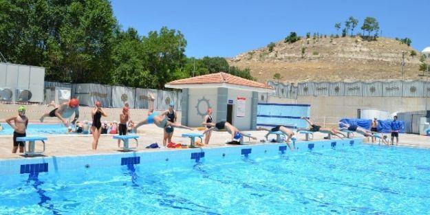 Bayramda Resmi Havuz Açık