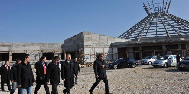 Belediye Başkanı Ahmet Çakır, İnşaatta İnceleme Yaptı
