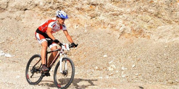 Bisiklet Yarışmaları Büyük Heyecana Sahne Oldu