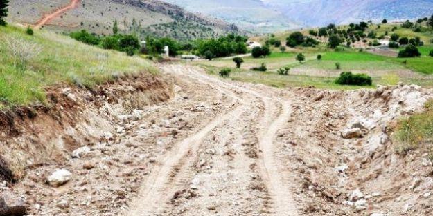 Büyükşehir Arapgir'de Yol Açıyor